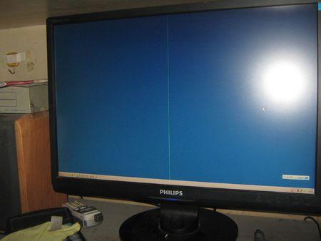 电视中间有一道竖线怎么回事 为什么电视中间有一道竖线