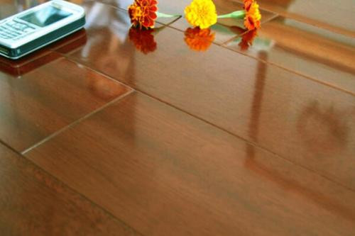 安心地板是几线品牌 地板的挑选方法有哪些